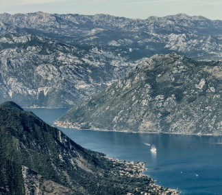 kotor_montenegro_blue_ship_sea_aerial_view_mountain-1328629.jpg!d