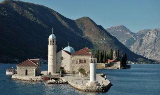 Montenegro-baie-de-kotor-Chapelle-Notre-dame-des-rochers-1024x516 2