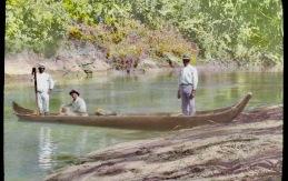 Fishing_party_on_the_Rio_Gatun_(3607563805)