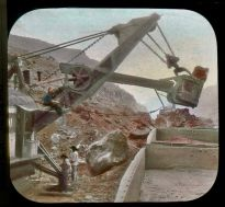 Working_large_steam_shovel_(3608379888)