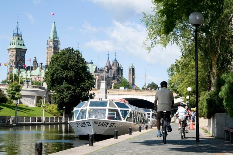 cycling-along-rideau-canal-near-parliament-hill-credit-ottawa-tourism