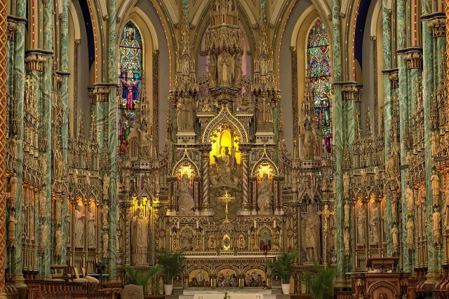 The_front_of_the_Notre-Dame_Cathedral_Basilica,_Ottawa