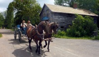 Upper-Canada-Village-chariot-1