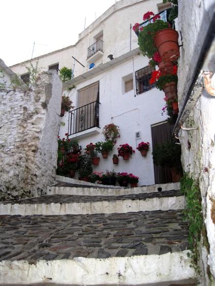Calle_en_Pampaneira._La_Alpujarra,_Granada.
