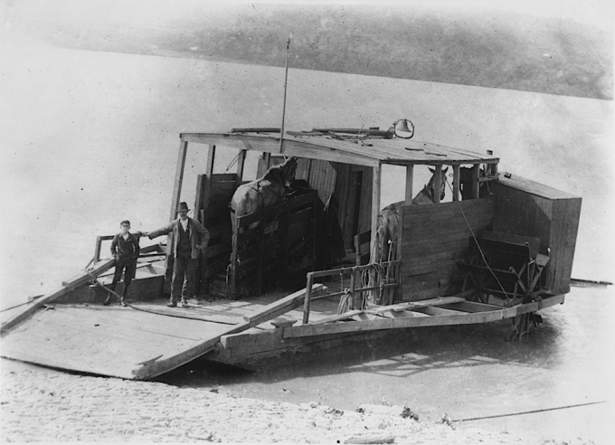 Wooden_team_boat_horse_ferry_in_Chillicothe_Ohio_in_1900 2.jpg