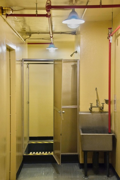 shower-decontamination-area-level-400-the-diefenbunker-ottawa-2010