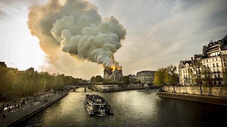 La cathÈdrale Notre-Dame en feu