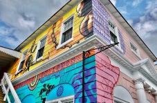 Le musée de l'esclavage et de l'émancipation est situé à Nassau dans une grande maison bariolée, la bien-nommée « Vendue house ».
