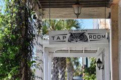 Apalachicola, Owl Café